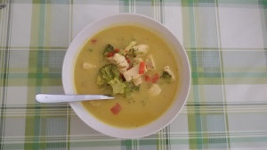 Currysuppe mit Hühnchen.